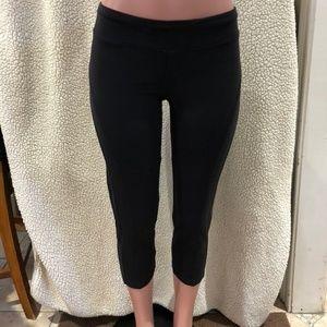 BEBE Sport Solid Black Capri Leggings Size Large